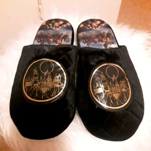 NEW HARRY POTTER BIOWORLD HOGWARTS PLUSH SLIPPERS!